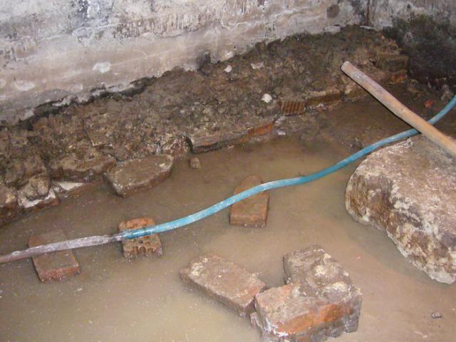 Подвал жилого  дома до ремонта